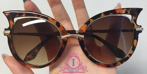 gli occhiali da sole cheapass sunglasses ricevuti grazie ad una collaborazione