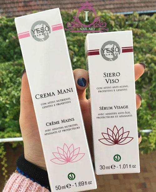 ecco i prodotti di cui sono stata omaggiata da parte dell'azienda yeso cosmetics